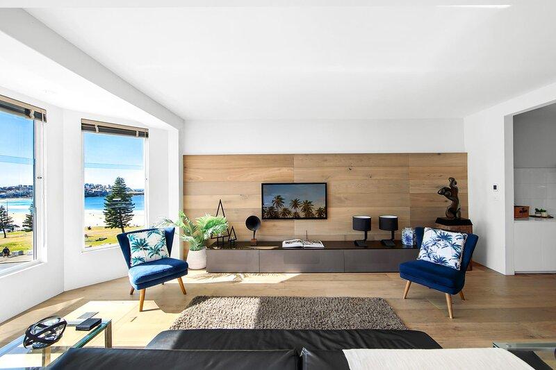 Stunning 2-Bed Unit on Bondi Beach with Ocean View, aluguéis de temporada em Bondi Beach