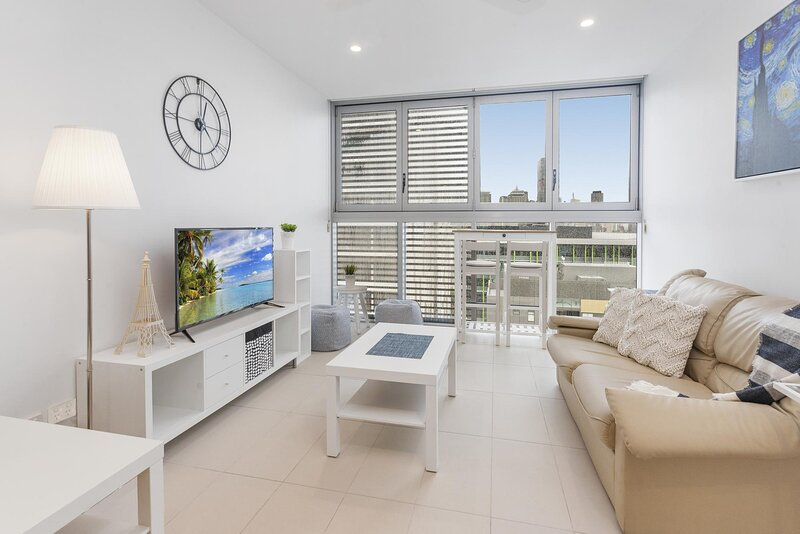 Beautiful Unit with Gym, Pool and BBQ near Museums, holiday rental in Indooroopilly
