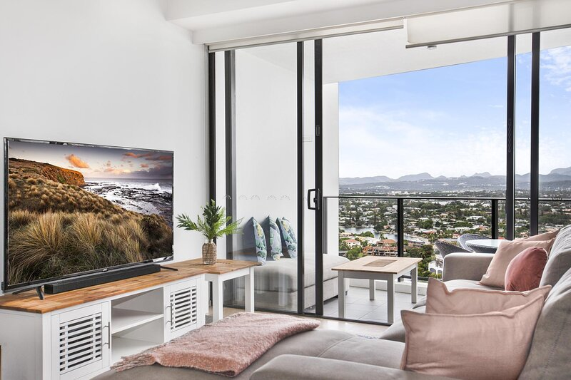 Incredible 2-Bed Unit with Pool, Cinema, BBQ and Gym, vacation rental in Broadbeach