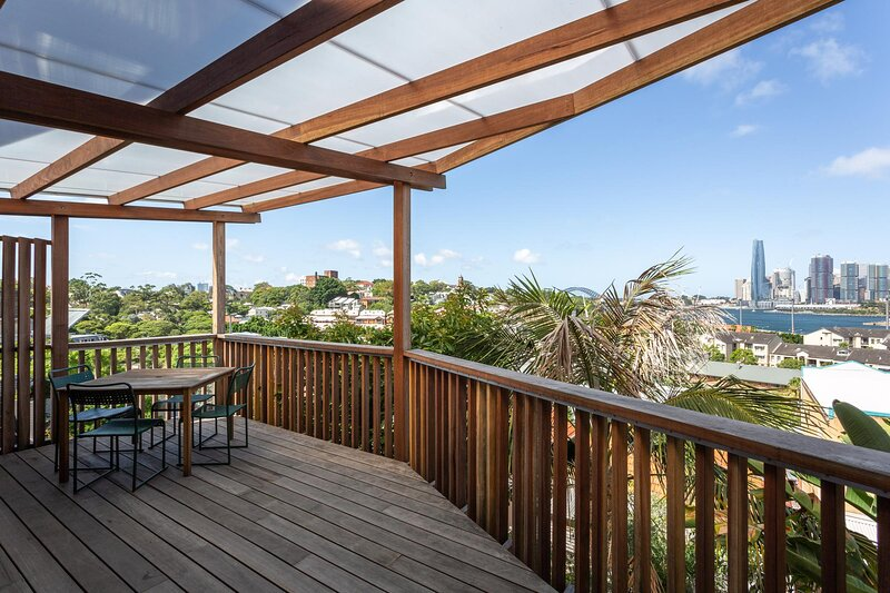 Rustic House with Stunning Balcony and Harbour Views, holiday rental in Birchgrove