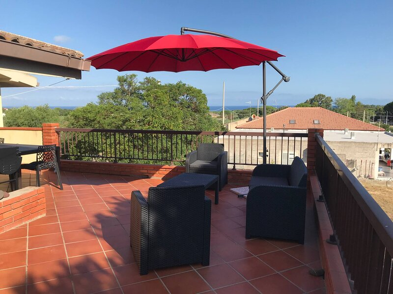 Specious sea-view family apartment, steps away from the beach, holiday rental in Platamona