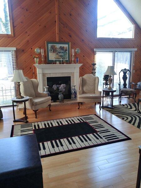 Exquisite Rental Property Near Lake Michigan Beach, holiday rental in Douglas