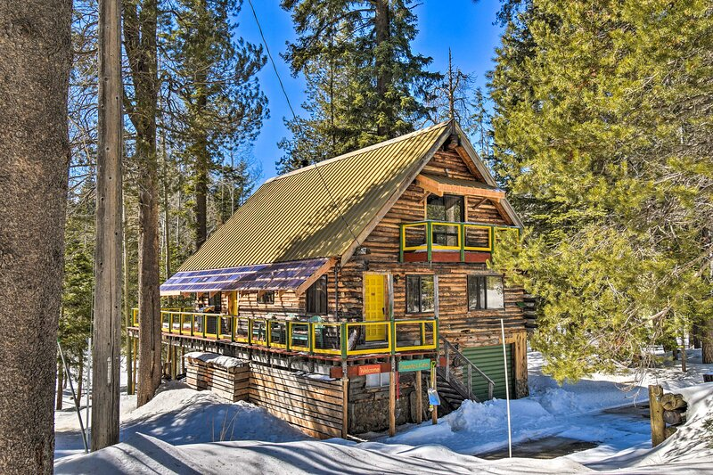 'Dreamtime Cabin' w/ Deck in Sequoia Natl Forest!, vacation rental in Camp Nelson