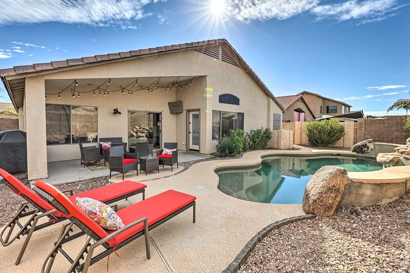 NEW! Magnificent Maricopa Home: 34 Mi to Phoenix!, holiday rental in Maricopa