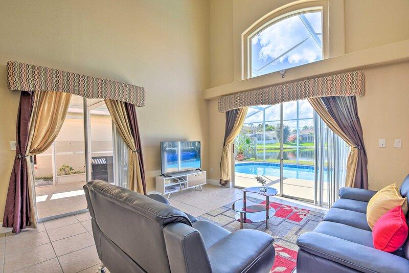 NEW! Orlando Home w/ Lake View, Pool & Game Room!, alquiler vacacional en Buena Ventura Lakes