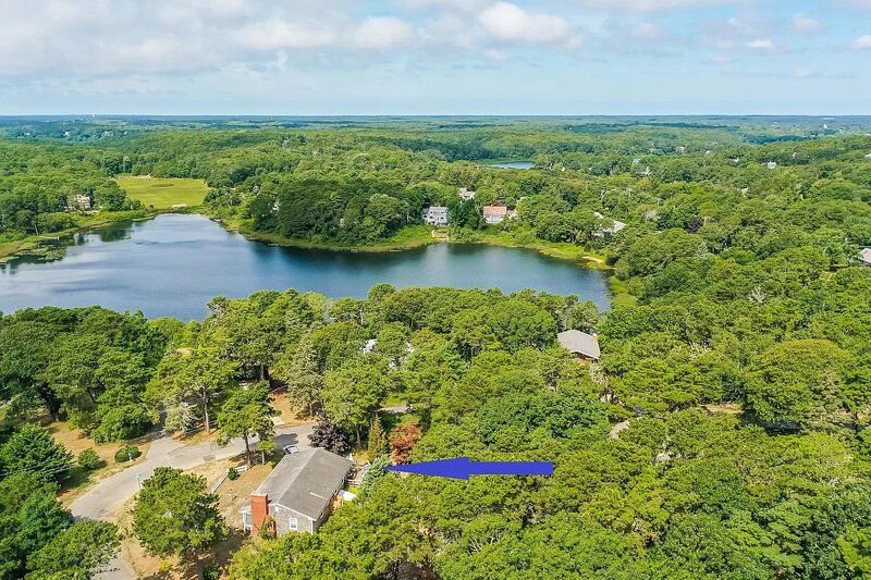 #646: Deeded Rights to Emery Pond, Bike Trails Nearby, Game Room, Office, Deck &, holiday rental in North Chatham
