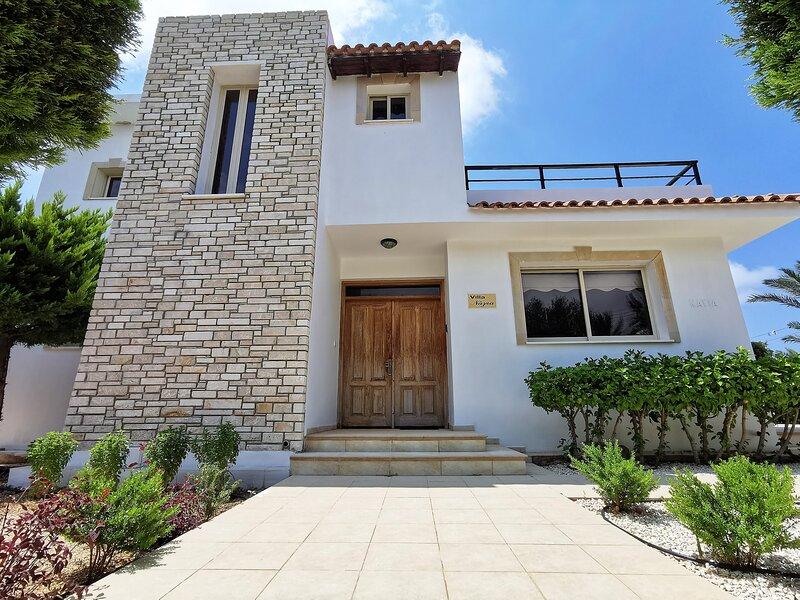 Villa Nayia, holiday rental in Paphos