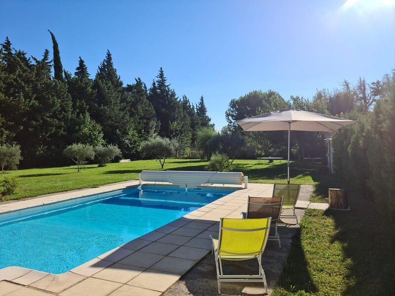 MAISON EN CAMPAGNE AVEC PISCINE, holiday rental in Senas