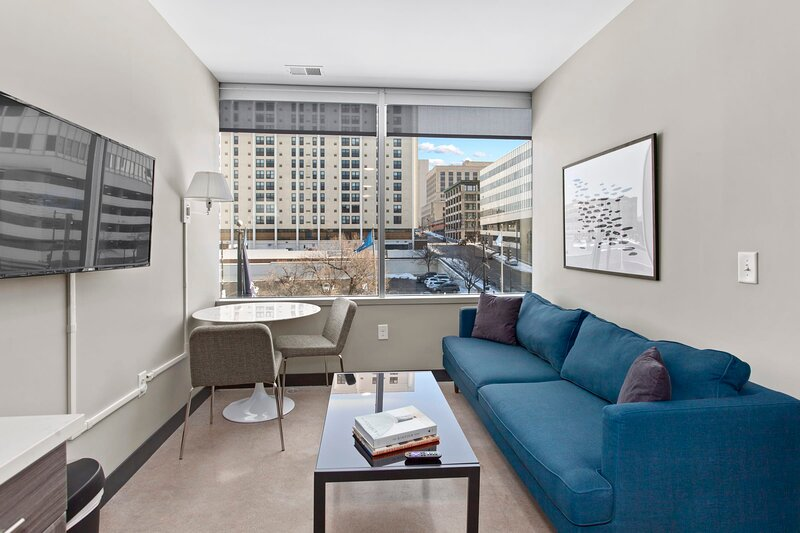 Luxe DT 1BR with Free Parking by Zencity, holiday rental in Liberty
