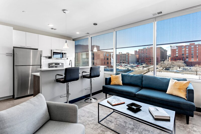 Luxe DT 2BR with Free Parking by Zencity, location de vacances à Kansas City