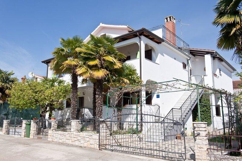 Neva - great location: A4 prvi kat do vrta (4) - Novigrad, alquiler de vacaciones en Novigrad