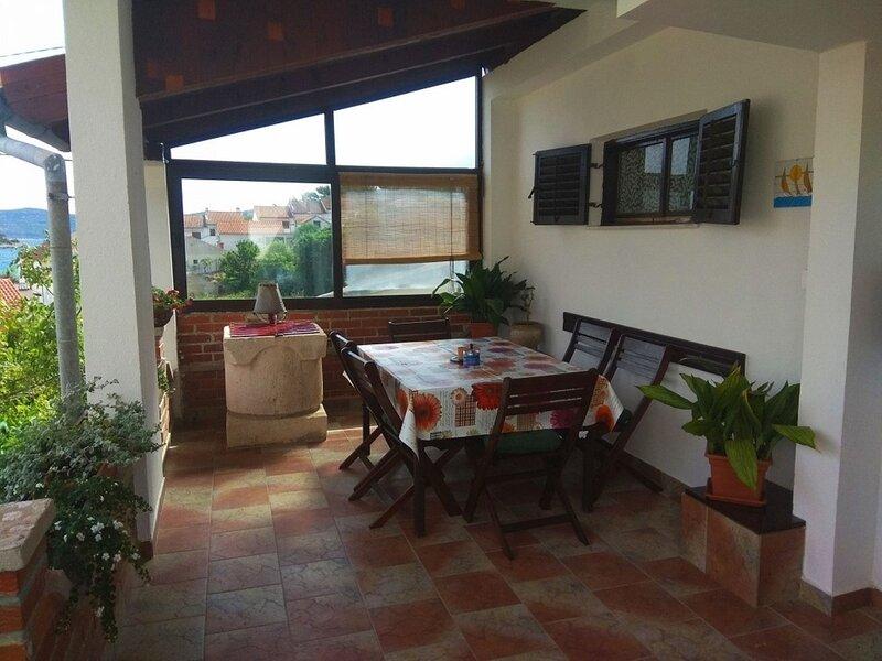 Andela - comfortable and affordable A1(5+1) - Mali Iz (Island Iz), holiday rental in Iz