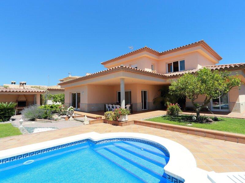 VILLA DIANDRA, WITH PRIVATE POOL, GARDEN, WIFI AND PARKING, casa vacanza a Sant Feliu de Boada