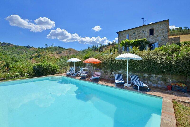 Villa Podere Celle: Large Private Pool, WiFi, Ferienwohnung in Trevinano