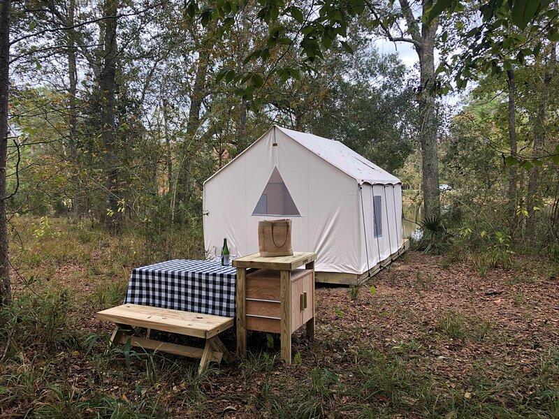 Tentrr State Park Site - Fontainebleau State Park Site F, casa vacanza a Mandeville
