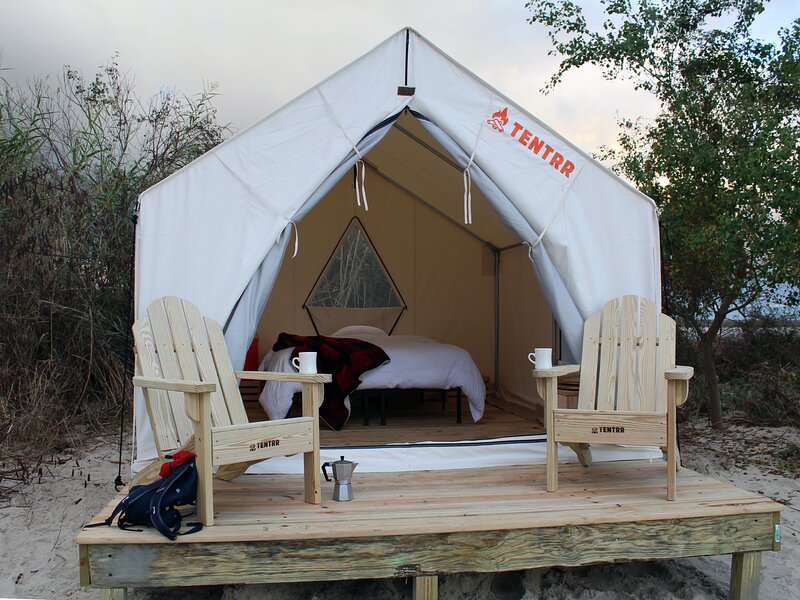 Tentrr State Park Site - Fontainebleau State Park Site J, casa vacanza a Mandeville