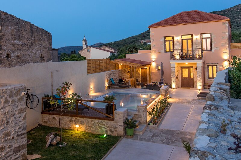 Villa Theta | with private pool, holiday rental in Drapanias