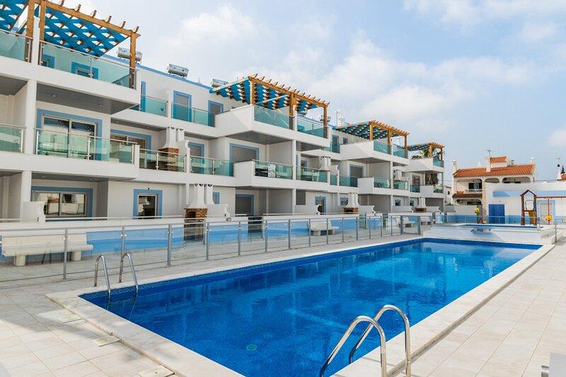Salsola Brown Duplex Apartment, Manta Rota, Algarve !New!, alquiler vacacional en Manta Rota
