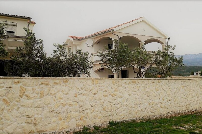 Experience nature near the ancient town of Zadar!, vacation rental in Posedarje