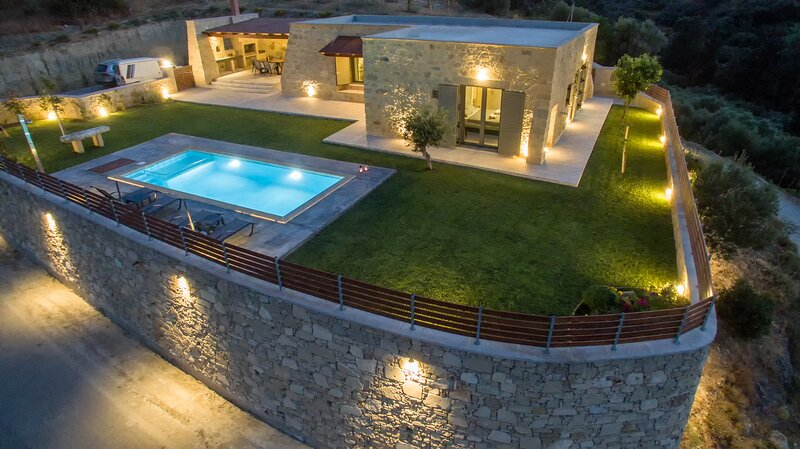 Arietta Villa | With private pool, holiday rental in Kallergiana