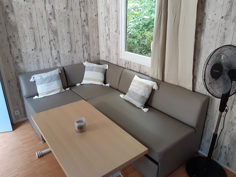 Mobil home avec terrasse en conflent, holiday rental in Fuilla