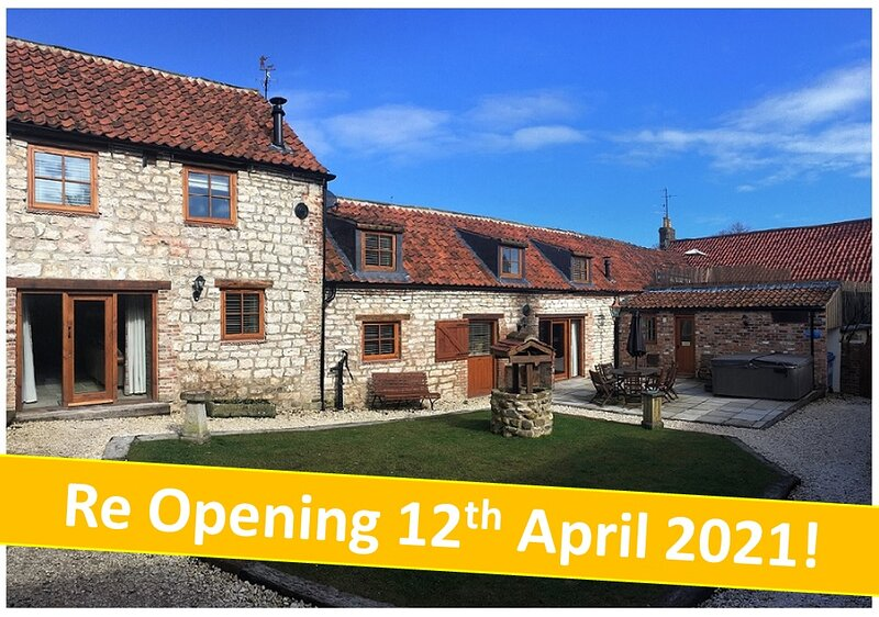Lucasland Holiday Cottages; Sleeps 6 - 18 with PRIVATE ONSITE PUB & HOT TUB!, vacation rental in Burton Fleming
