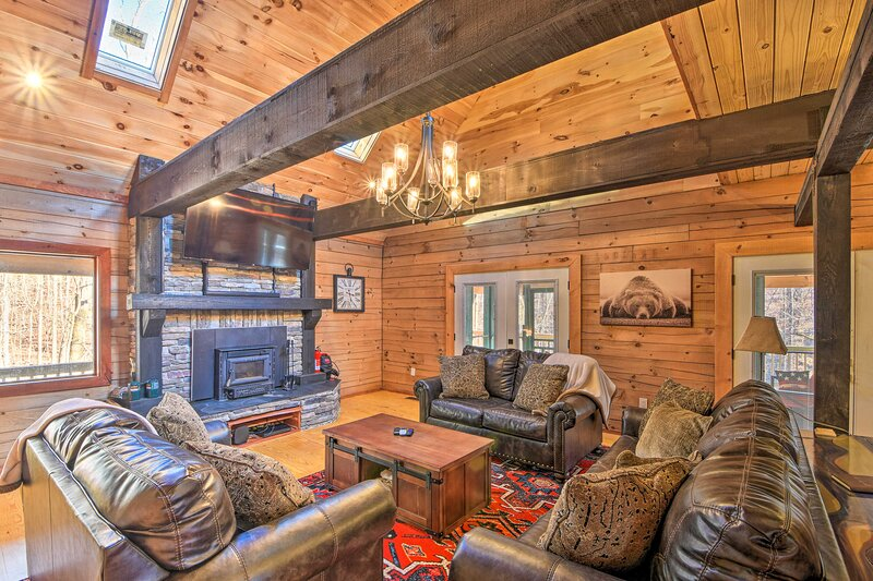 Lake Hartwell Area Cabin w/ Community Pool Access!, vacation rental in Toccoa