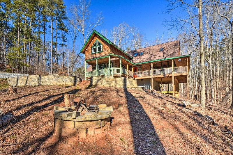 NEW! Wood Cabin w/ Fire Pit, 5 Mi to Lake Hartwell, vacation rental in Martin