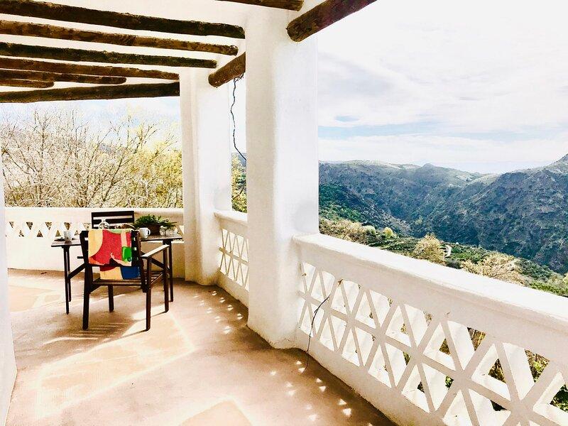 Espacioso apartamento 5 plazas con terraza panorámica – semesterbostad i Bubion