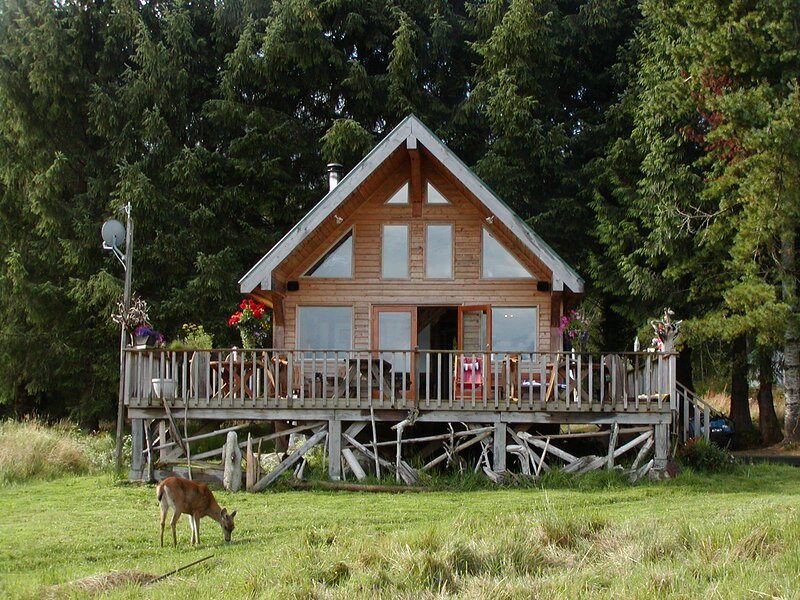 Shoal Bay Robin Cottage, holiday rental in Campbell River