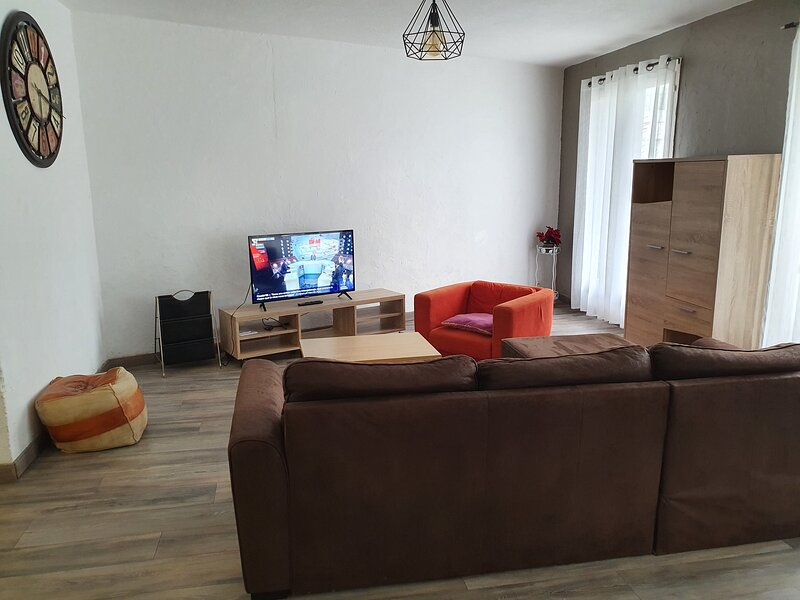 Amazing apartment with balcony, alquiler vacacional en Canohes