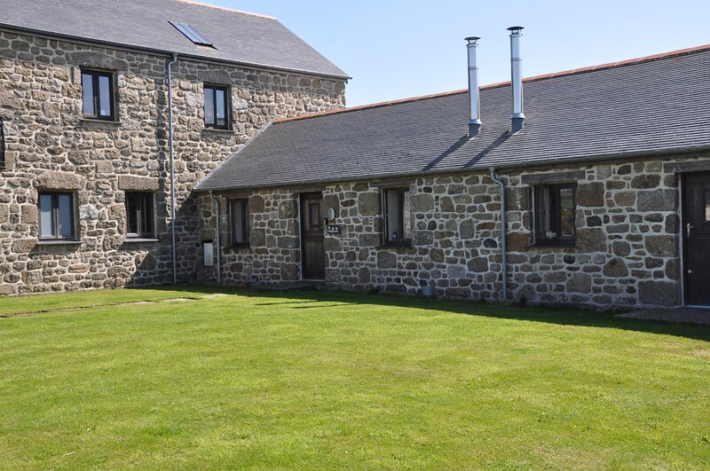 Beautiful The Hedgerows near Sennen, Porthcurno beaches and Minack theatre, vacation rental in St Buryan