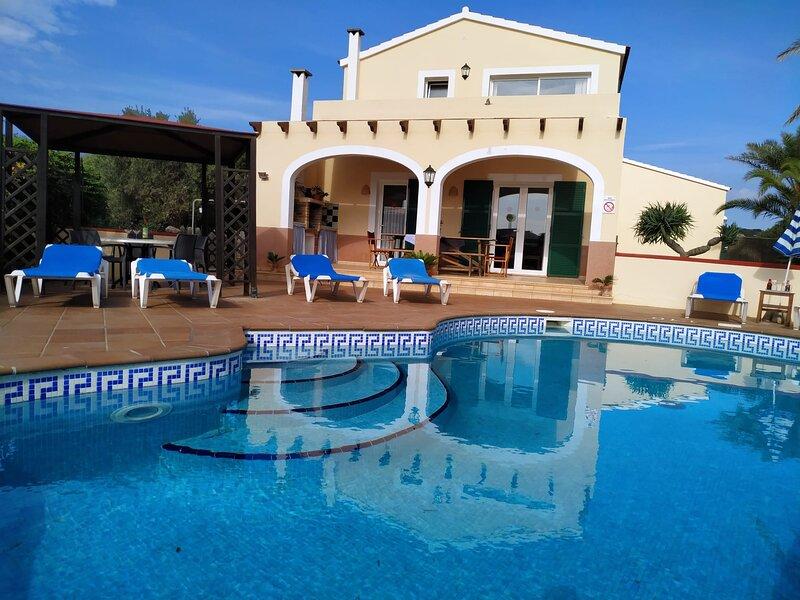 Villa Tali relax y tranquilidad, wifi, piscina, barbacoa,cerca de calas y playas, alquiler de vacaciones en Ciudadela
