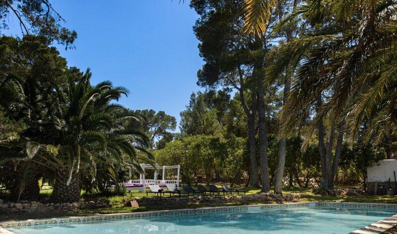 Villa Luna with two pools & a huge beautiful garden, casa vacanza a Port d'Es Torrent