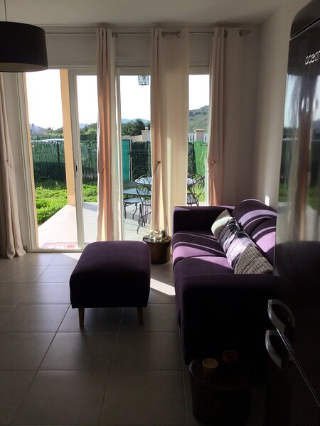 Mini-villa mitoyenne de type F2 proche Golfe de Lava, vacation rental in Appietto
