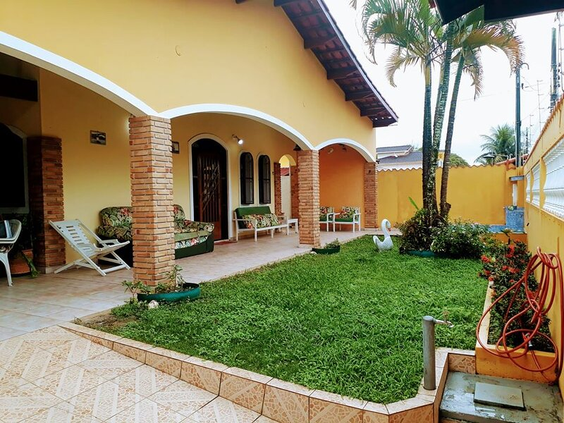Casa Térrea a 80m da Praia em Caraguatatuba - Porto Novo, holiday rental in Caraguatatuba