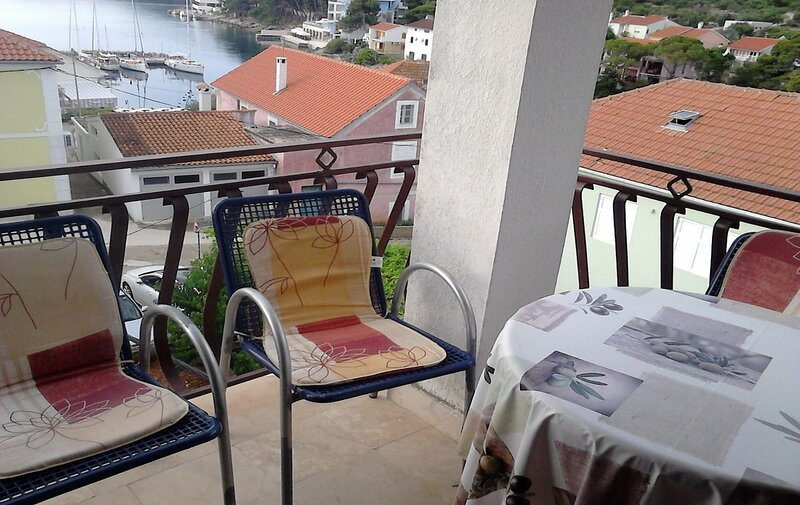 Silvana - 100 m from beach  A1(4+2) - Bozava, holiday rental in Soline