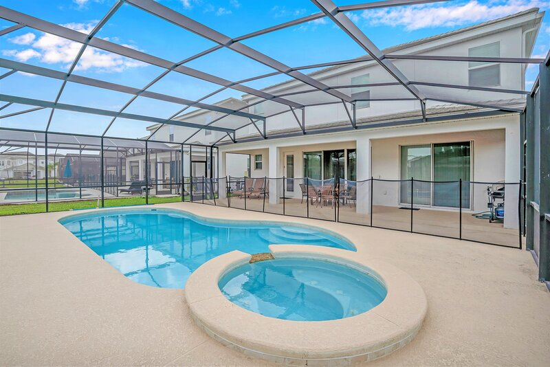 10BR Mansion Near Disney - Family Resort - Private Pool  and BBQ!, holiday rental in Kissimmee