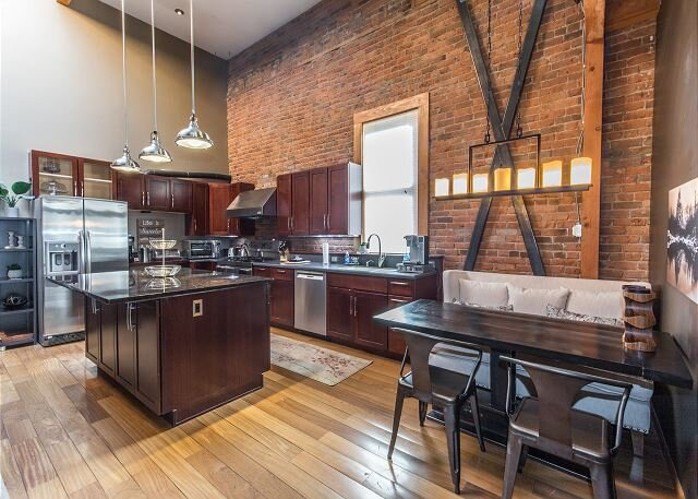 Loft in the Heart of Downtown Ouray -Tons of Natural Light - Unbeatable Views, location de vacances à Ouray