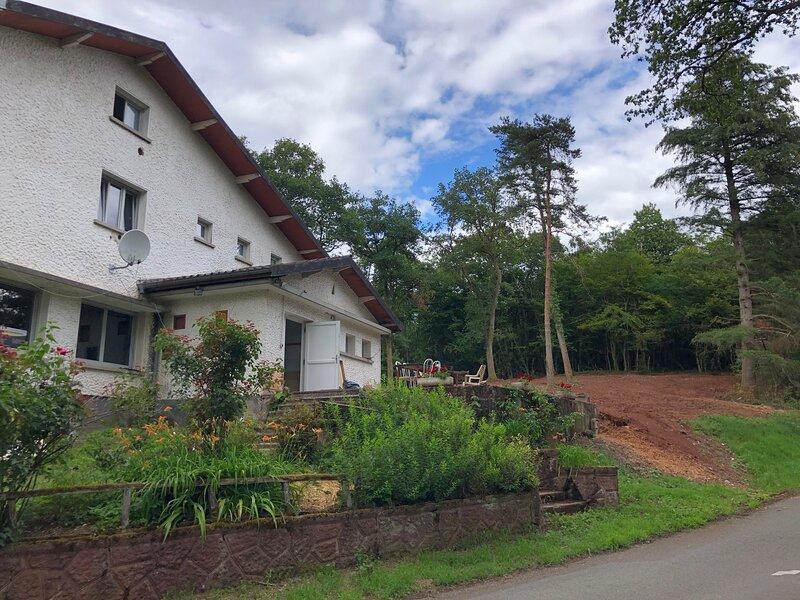 Les Acacias de Ronchamp, à 100 m de la Chapelle Le Corbusier, jusqu'à 15 pers, holiday rental in Ronchamp