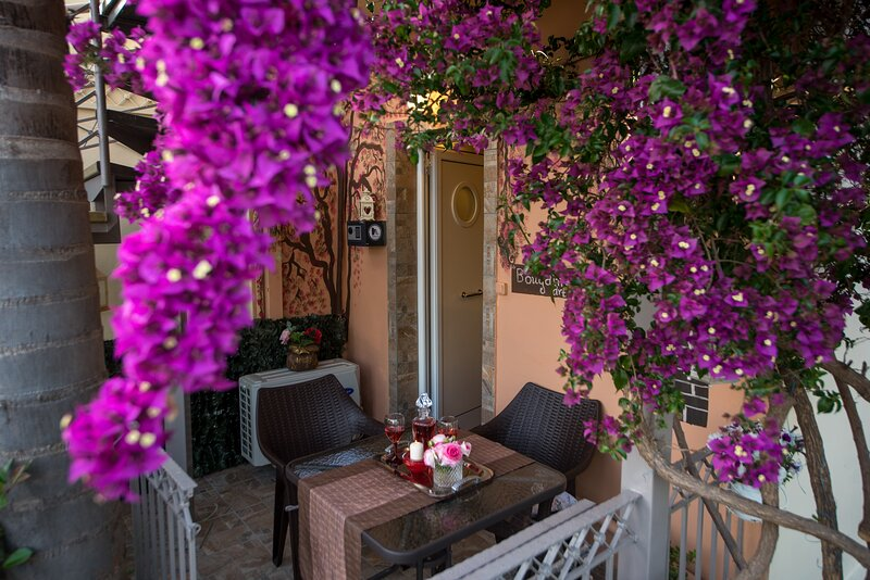 Bougainvillea Garden Retreat, Fully Equipped, holiday rental in Artemisia
