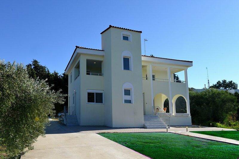Villa Paradeisi, location de vacances à Petaloudes