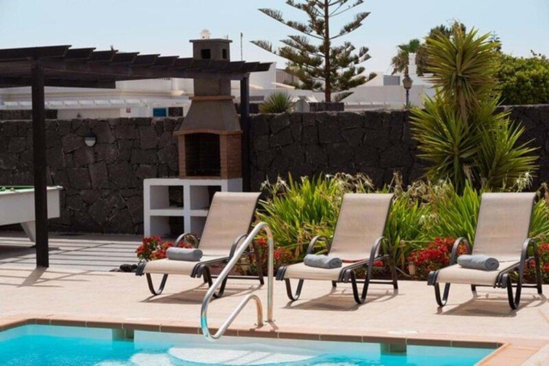 Fabulous 3-Bed Villa in Playa Blanca, holiday rental in Las Brenas