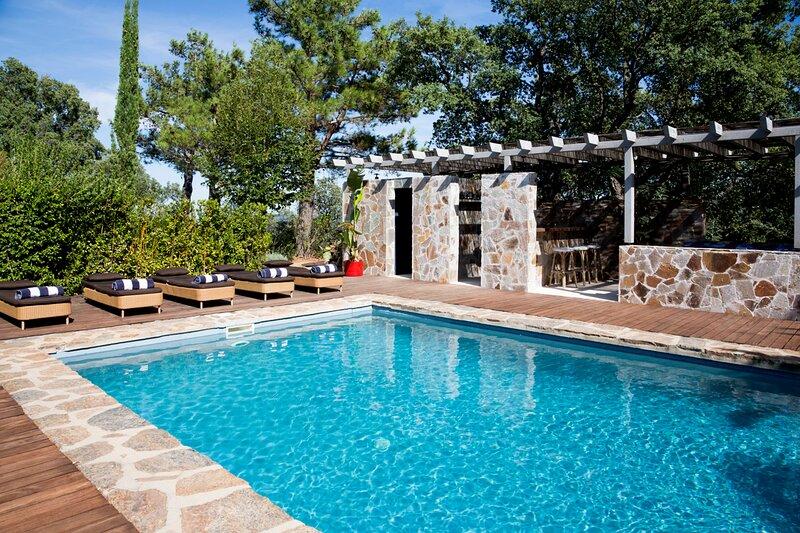 Les Guiols Villa Sleeps 10 with Pool and Air Con - 5861971, alquiler de vacaciones en La Mole