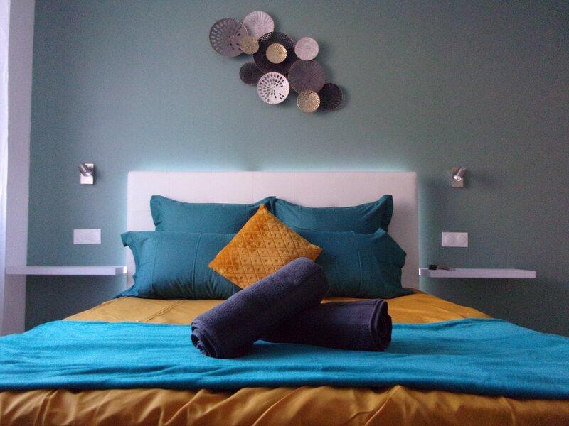 Le Bourget - Suite Romantique climatisée avec jacuzzi, holiday rental in Bages