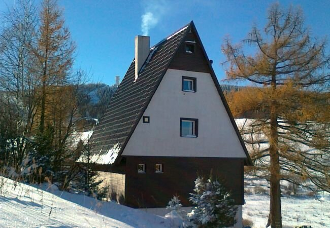 Loucna Holiday Home Sleeps 10 with WiFi - 5882967, alquiler vacacional en Crottendorf