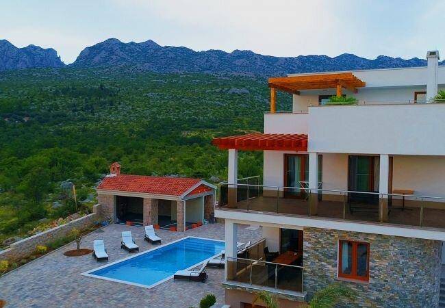Seline Villa Sleeps 10 with Pool Air Con and WiFi - 5882972, casa vacanza a Seline