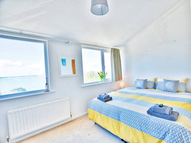 """Free Ferry! """"Portsea"""" Most Amazing Views Cowes IOW, holiday rental in Fawley"""