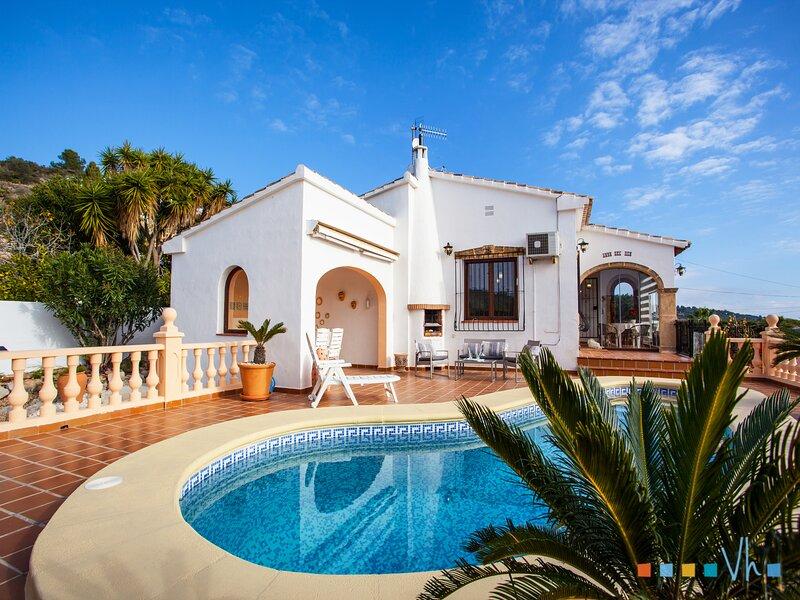 AMOR DEL SUR - Villa con encanto a pocos minutos en coche de Moraira, Calpe y Be, holiday rental in Canor