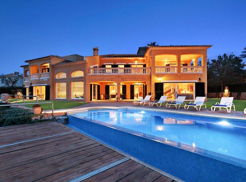 Villa Luna Suites,  villa exclusiva frente al mar en area residencial, casa vacanza a Cala Blava